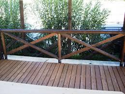 ringhiera in legno per giardino ringhiera con pali in legno rotondi corso legnami srl ringhiere