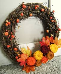yellow purple thanksgiving wreath ideas on grey pallet wood wall