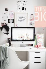 Ideas For Decorating An Office Best 25 Desk Decorations Ideas On Pinterest Work Desk Decor