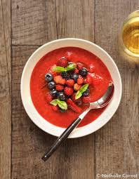 basilic cuisine fruits rouges au basilic pour 4 personnes recettes à table