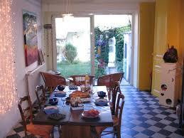 chambre d hote die la table du petit déjeuner avec vue sur le jardin photo de