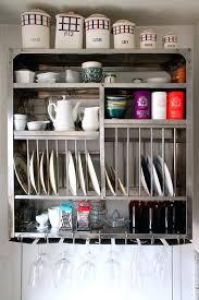 vaisselle de cuisine egouttoir vaisselle mural embellir une cuisine avec des rangements