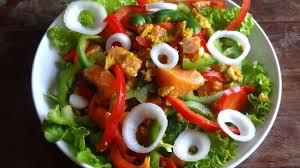 cuisine tahitienne recettes salade de saumon au curry et huile de coco tahiti recette par la