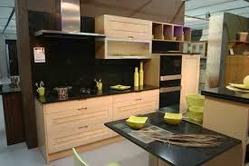 cuisine noir et jaune modele cuisine noir et blanc inspirations avec beau cuisine noir