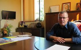 au bureau sainte genevi钁e des bois le maire de sainte geneviève donne des nouvelles de sa santé le