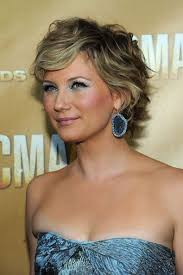 country singer with short hair skylar jan on country music