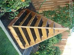 Urban Herb Garden Ideas - great use of space for urban gardeners would be great for herbs