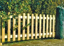 ringhiera in legno per giardino recinzione inglese f lli aquilani arredo giardino progettazione