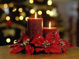 composizione di candele decorazione di natale composizione in natale con la corona e le