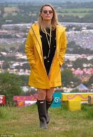 Yellow Raincoat Girl Meme - did margot robbie advertise hunter boots on instagram daily