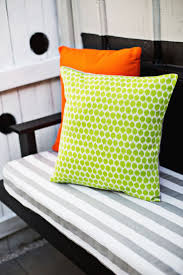 Inexpensive Outdoor Cushions Best 25 Outdoor Pillow Ideas On Pinterest Deck Privacy Screens