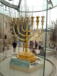 file the golden menorah replica in jerusalem jpg wikimedia commons