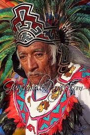 imagenes penachos aztecas miles de danzantes aztecas se reunen para visitar a su diosa el
