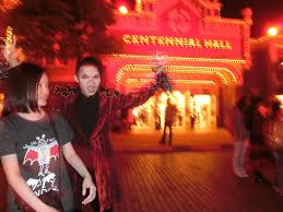 halloween usa file hk disneyland usa main street halloween night staff artist