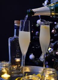 french 75 closer pouring champagne french 75 gastrogays