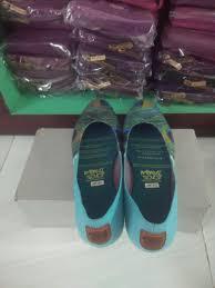 merak biru sepatu etnik unik mimosabi gracepea waterproof cantik biru burung