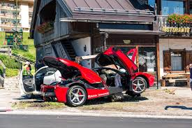 laferrari crash κάποιος τράκαρε μια laferrari w video autoblog gr