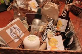 How To Make Gift Baskets How To Make Unique Essential Oil Gift Baskets Common Scents Mom