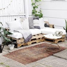 canap en palette de bois bois de palette canapé extérieur bohème inspirations