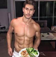 homme nu cuisine mecs en cuisine à table les filles l illustré