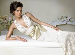 lace wedding dress for romantic wedding