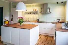 kche wei mit holzarbeitsplatte arctar arbeitsplatte küche weiß