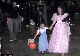 halloween 2012 ben affleck and jennifer garner take daughters