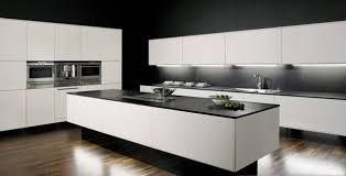 cuisine blanche avec plan de travail noir la cuisine blanche le des cuisines