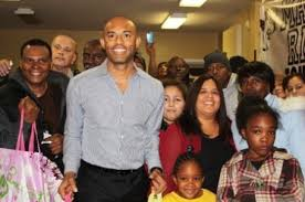 mariano rivera foundation delivers thanksgiving dinners for the