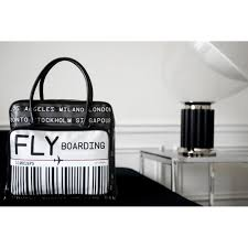Valet De Chambre Fly by