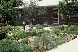 natural simple design of the front lawn garden can be decor with