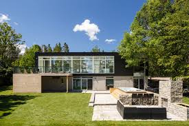 View in gallery modern riverside home christopher simmonds architect 1 backyard thumb 630xauto Modern Riverside Home by Christopher