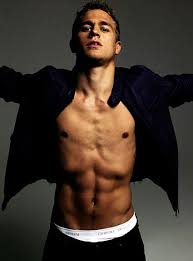 charlie hunnam psh you u0027re just ridiculously hott look at that