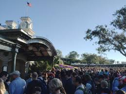 tour guide tuesday how to avoid crowds at walt disney world by