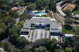 Bel Air Mansion Jennifer Aniston Leads La Protest Against The Rise 90 000 Sq Ft
