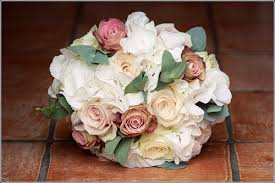 wedding flowers july wedding wednesday inspiration for wedding flowers in july les