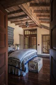 Lodge Interior Design by Best 25 Lodge Bedroom Ideas On Pinterest Lodge Decor Lodge