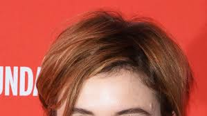 red public hair pics greta gerwig s secret to styling short hair instyle com