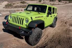 jeep sahara green ultimate jeep head to head wrangler rubicon versus grand cherokee