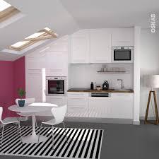mur cuisine framboise cuisine sous pente ouverte blanche brillante implantation en i