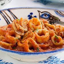 cuisiner les calamars calamars à la basquaise recette calamars les recettes et découvrir