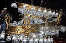 Phantom Chandelier The Phantom Of The Opera Marks It S 7 000th Performance On