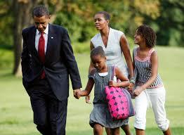 obama arrives back at the white house in washington 2 presidents
