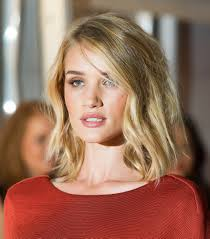 rosie huntington side parted lob rosie huntington whiteley lob short hair and haircuts