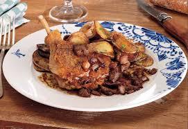 cuisiner cuisse de canard confite cuisse de canard confit pommes salardaises jus tranché