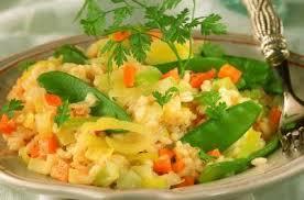 cuisiner des pois gourmands risotto aux poireaux carottes et pois gourmands