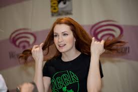 what is felicia day s hair color felicia day hilariously owns this dude who attacked her for