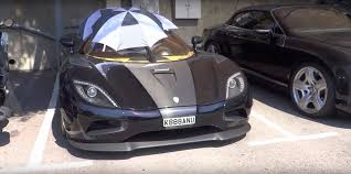 agera koenigsegg 1 5 million koenigsegg agera r uses umbrellas as roof after