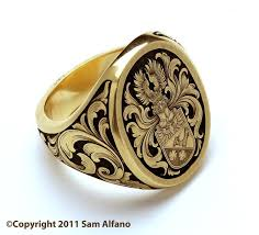 ring of men 18k gold signet ring with coat of arms and sides engraved in