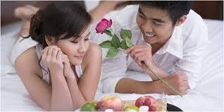8 cara melayani suami dengan baik di malam pertama